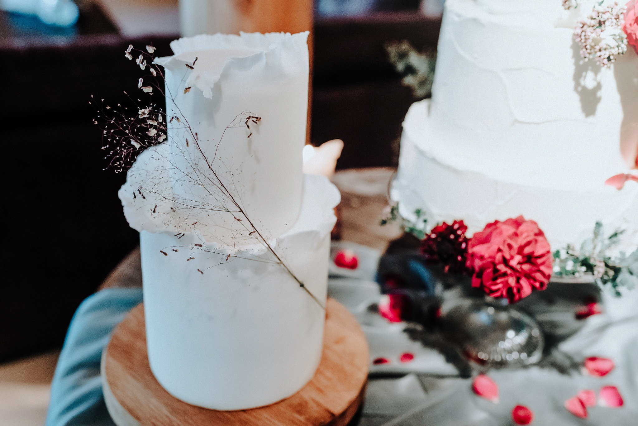 Beautiful wedding cake by Yolk